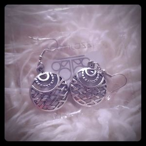 Paparazzi silver earrings